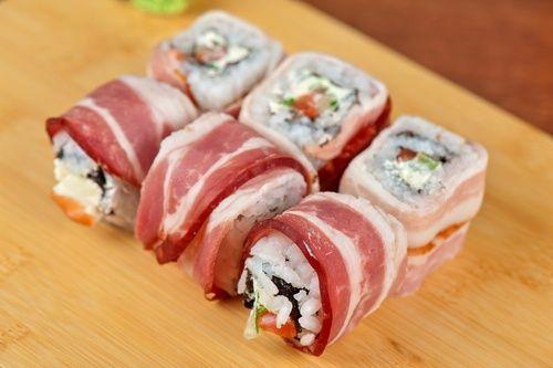 Rulouri sushi cu bacon şi avocado   Retete culinare - Romanesti si din Bucataria internationala