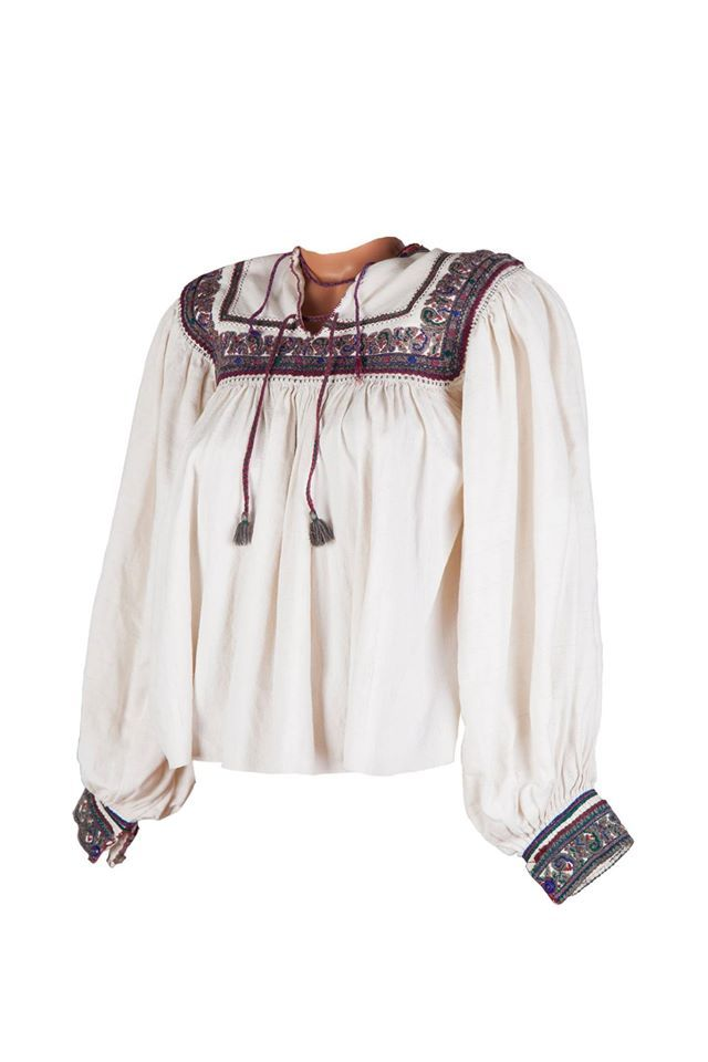 This fashion item is vintage and precious. It can also easily be worn nowadays within a modern outfit! #florideie #fashion #vintage #handmade #style #embroidery #unique #woman #blouse #happy #lovely #romania #design #colorful