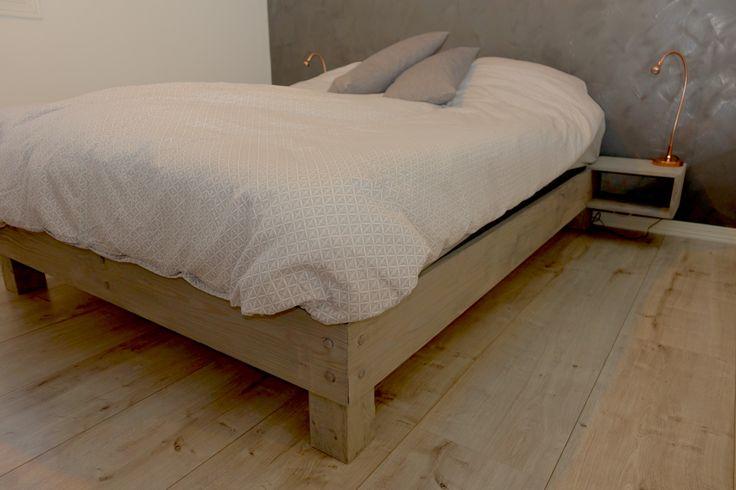 150x200 Hjemmesnekret seng m/nattbord