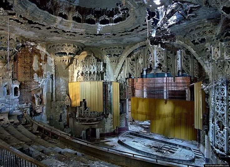 Abandoned Spanish Gothic Theatre built in 1928 in Detroit, Michigan. Detroit in ruins by Marchand and Meffre.