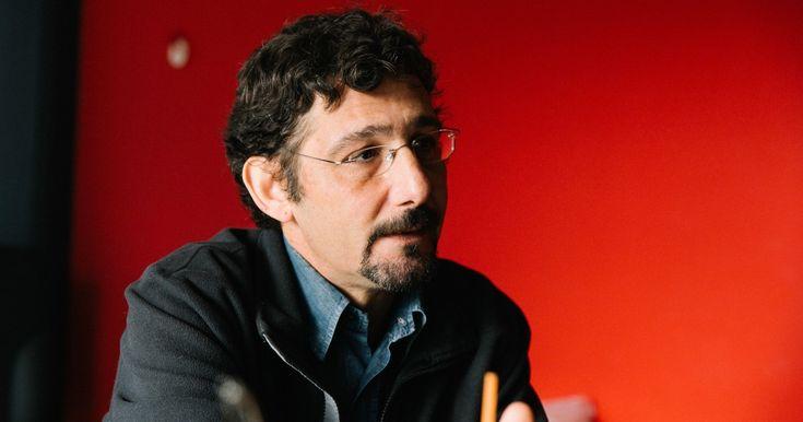 Γιώργος Αυγερόπουλος: «Η δημοκρατία είναι το πρώτο θύμα της κρίσης. Κομματιάζεται, πλέον, με ματσέτες»