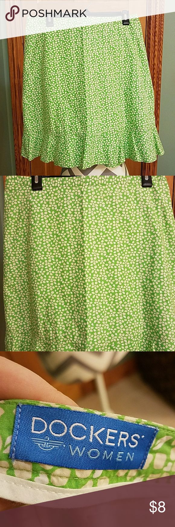 DOCKERS WOMEN'S SKIRT SIZE 10!!! Very nice skirt worn one time in great shape.. this shirt zips up in the back and it's not a really shirt skirt be great for business skirt.. Dockers Skirts