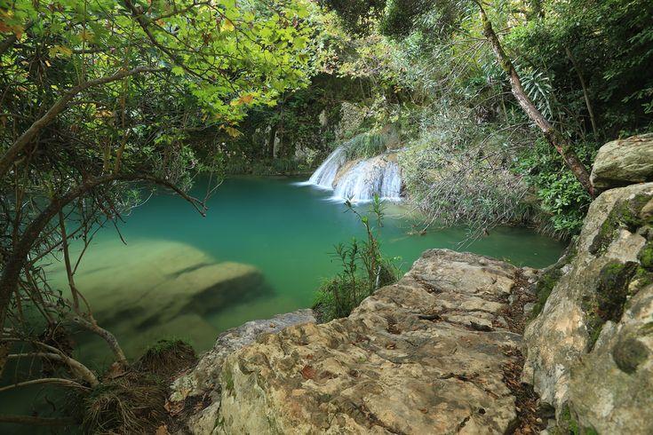 Η «Γαλάζια Λίμνη» της Ελλάδας -Ο εξωτικός παράδεισος με τις φυσικές πισίνες και τους καταρράκτες στην καρδιά της Πελοποννήσου