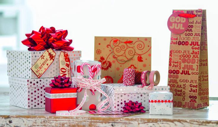 Vi liker å være tidlig ute med å handle julegaver - for da kan vi ta oss god tid med innpakningen (mens vi spiser pepperkaker).