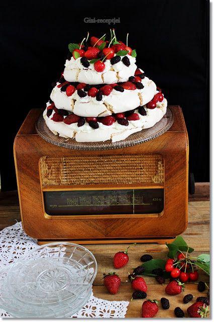 Gizi-receptjei.  Várok mindenkit.: Emeletes Pavlova torta gyümölcsökkel.
