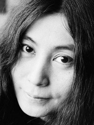 Yoko.+:+[i]Se+ve+indefensa.+xD[/i] . . . [i]Aun+Feliz+por+la+noticia+de+los+33+mineros+que+estan+vivitos+dentro+de+la+mina+San+Jose.[/i]+ +amores_beatles