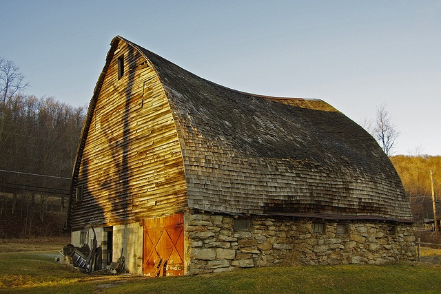 Tired old barn on the road to Swallow Falls state park, MD