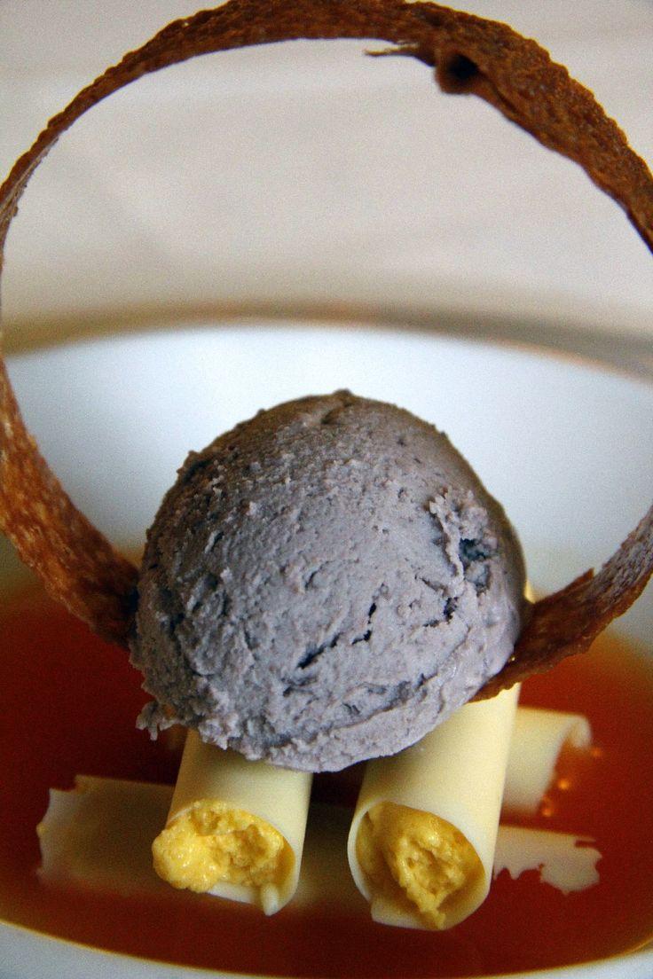 Zuppa di agrumi con cioccolato bianco al sale ripieno di mango, gelato di olive nere - Ristorante La Trota – Rivodutri (RI)