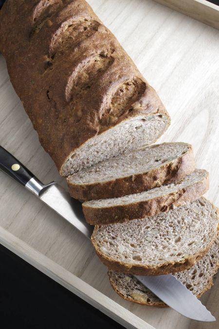 Groft brød med kerner og valnødder | Ude og Hjemme