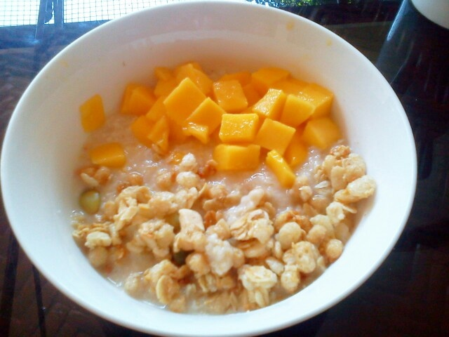 Oatmeal, granola and mangoes