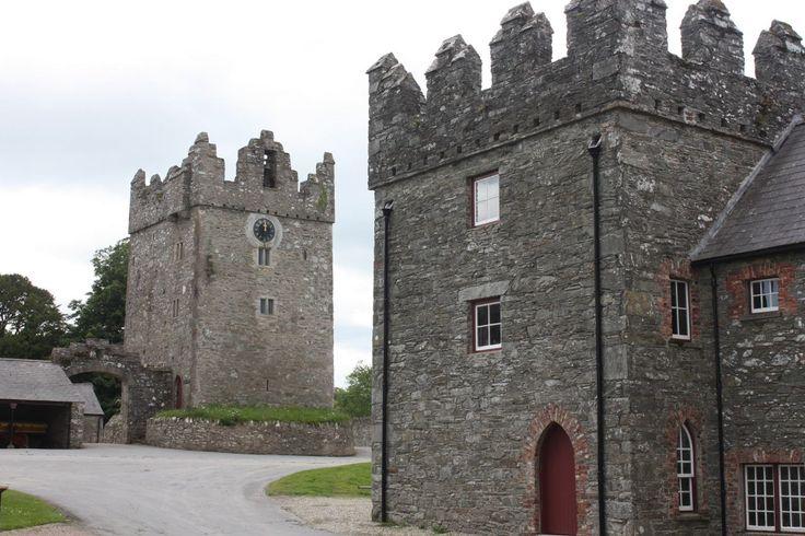 "──────────── Страна: Великобритания Замок Дун в Шотландии. Здесь снимался знаменитый сериал «Игра престолов» (замок Винтерфелл). ──────────── Country: United Kingdom Doune Castle in Scotland. Here was filmed the famous TV series ""Game of Thrones"" (Winterfell castle)."