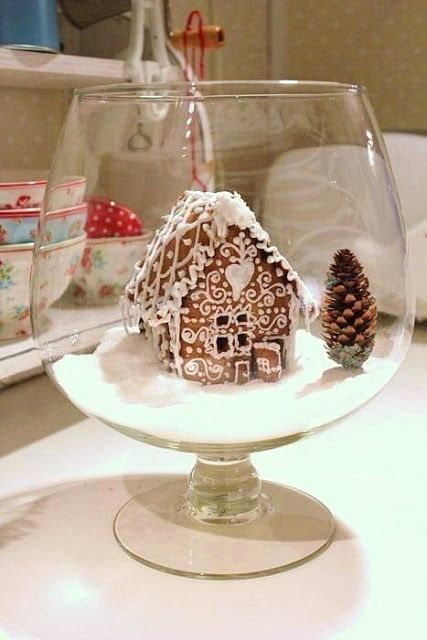 11/27/2011; Lisbeth his little world; great gingerbread house with a 'fairy door'