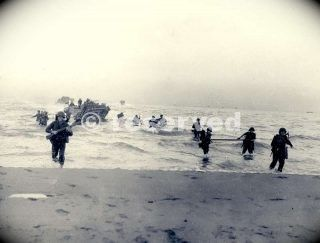 soldati-del-143-reggimento-fanteria-stati-uniti-36-div-fanteria-sbarcati-sulla-spiaggia-con-mezzi-da-sbarco-salerno_ww2-