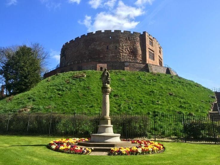Tamworth Castle in a sunny day
