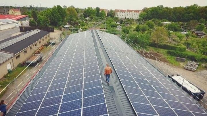 Zur Fertigstellung unserer Photovoltaikanlage in Falkenberg haben wir ein kleines Video produziert.  #greenery #greenenergy #photovoltaic #Future #Solar #electricity #tesla #videoproduction  #djimavic
