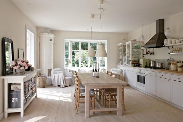 love this huge kitchen with the table smack in the middle living pinterest skandinavisch. Black Bedroom Furniture Sets. Home Design Ideas