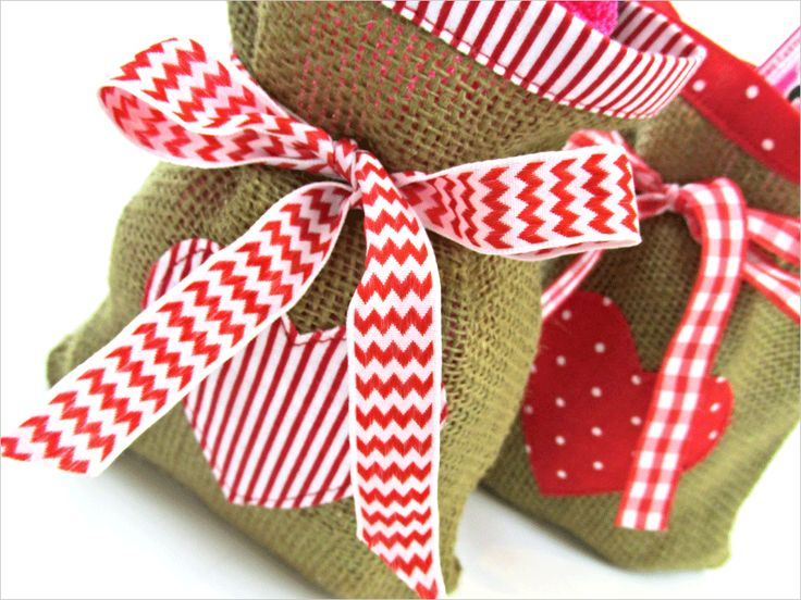 ScrapBusters: Heart-Themed Gift Bags in Burlap & Cotton | Sew4Home