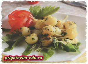 Молодой картофель обжаренный с сыром