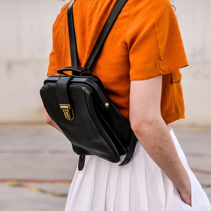 This black leather backpack is the perfect everyday backpack. The top frame and clip make it super easy to use and the styling is simple and classic