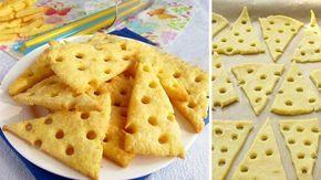 4 suroviny a křupavé sýrové krekry jsou na stole. Skvělý design vytvoříte, pokud pomocí brčka vytvoříte mini dírky.
