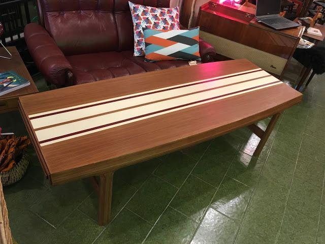 Mesa restaurada e intervenida para WoodyMetal