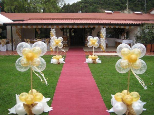 Decoracion con globos blancos y dorados buscar con - Decoracion con biombos ...