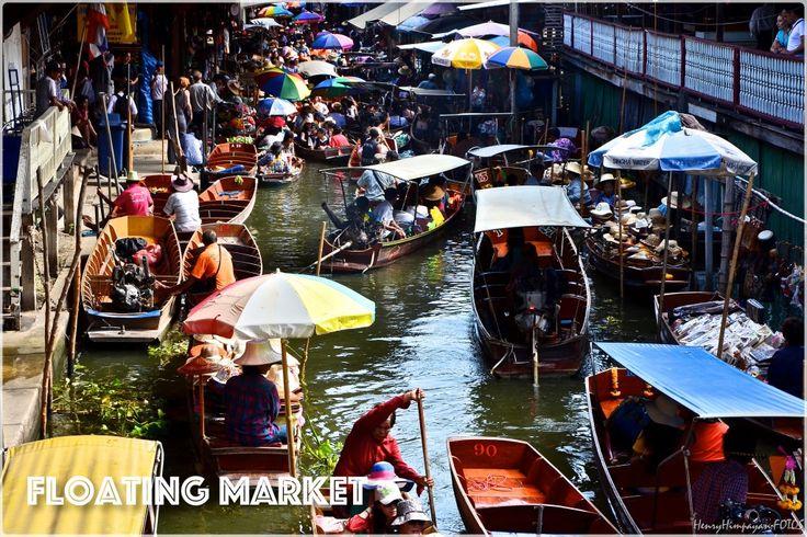 at Damnoen Sadoak floating market