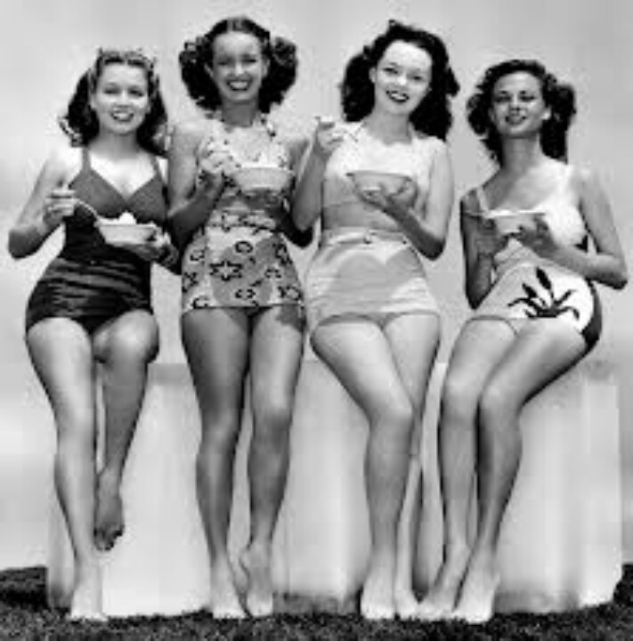 Models posing. 1940s.