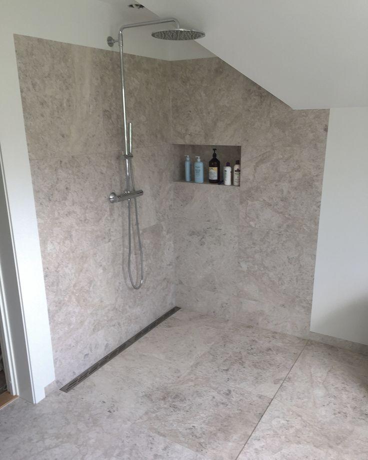 Levert av Lenngren Naturstein -  Baderom inspirasjon | design | Dusj | Kalkstein servant  - Bathroom inspiration | ideas | Limestone | Shower