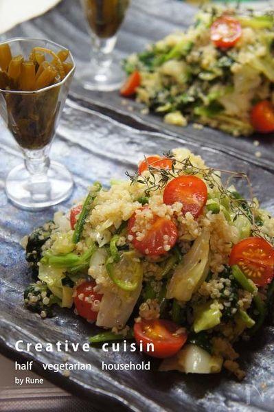 キヌアのプチプチ感がこの野菜タップリのサラダにピッタリです。ニンニクがたくさん入っているので塩味でも美味しいです。ご飯の代わりに如何でしょうか。  ステーキ、魚のムニエルなどのメインデッシュの付け合わせにもお勧めです。