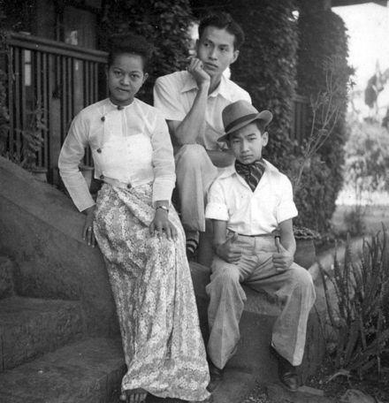 Prince Saimong of Kengtung (Myanmar) and his wife, Mi Mi Khaing.