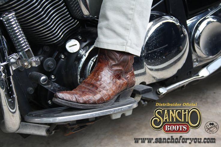 Sancho Boots en Moto. Wherever you Go, Sancho Boots. Quality. Handmade.   Dónde quiera que vayas, Sancho Boots. Calidad. Hecho a mano. #sanchoboots #cowboyboots