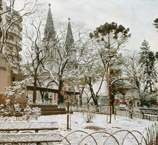 Neve em Curitiba em 1975 - Catedral em julho de 1975 dia da neve em Curitiba