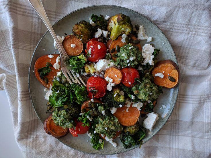 Varm sötpotatissallad med fetaost och grönkålspesto | Tjockkocken