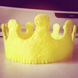 Fricotes da Juju: Coroa de Príncipe para bolo em feltro