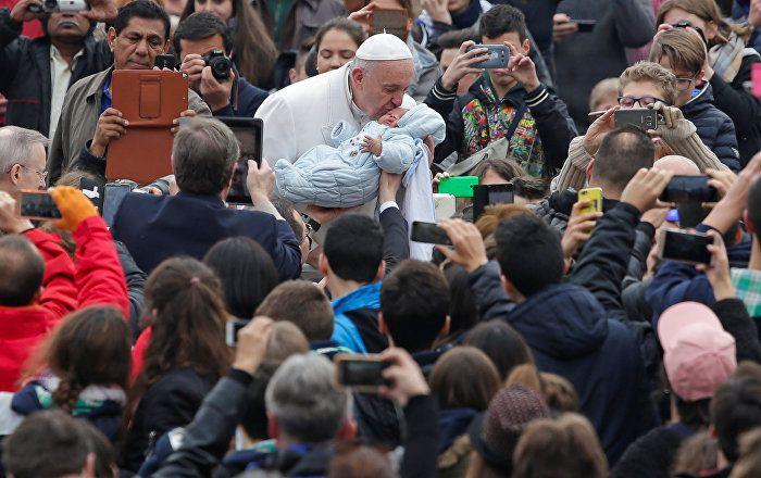Sputnik Türkiye ///  Papa Francis: İktidar, aç karnına cin içmek gibidir
