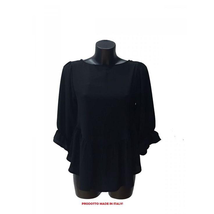 """""""Leggera, morbida ed elegante! Questa maglia nera è perfetta da abbinare ad un paio di pantaloni con fantasia dello stesso tono e con una borsa nera in pelle!"""""""