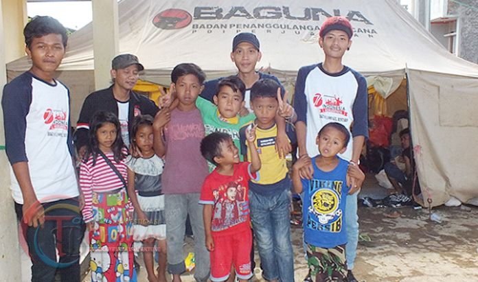 Remaja Karang Taruna Salurkan Bantuan Banjir Bandang Garut
