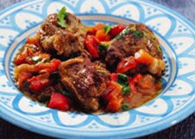 Tajine van lamsvlees en pittige couscous