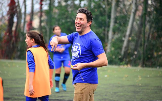 """Emre Kınay """"Our first job is fatherly""""!        Emre Kinay also supported the project """"First Job Parents"""" of AÇEV supported by Pepsi. Emre Kinay, who is a referee in the football match between PepsiCo's """"Father Girl Team"""" and AÇEV's """"Girls Saber Team"""" within the scope of social responsibility p... http://whatishesaying.com/emre-kinay-our-first-job-is-fatherly/"""