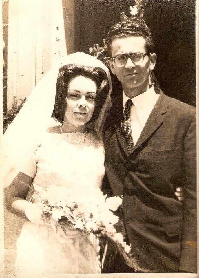 """Carlos Fonseca Amador y su esposa Maria Hayde Terán su matrimonio fue casi clandestino, ella era/es de una familia """"acomodada"""" de León por lo cual su matrimonio con el """"rebelde"""" no era bien visto en la sociedad leonesa.  Su amor persistió a pesar de lo difícil que fue la vida del Revolucionario."""