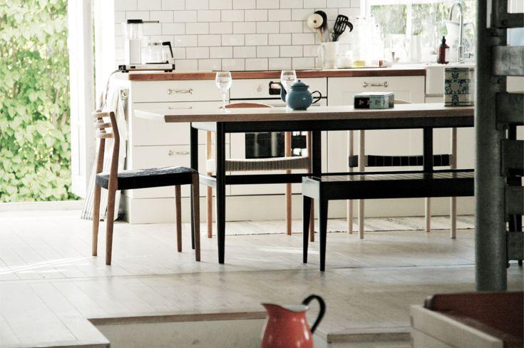 Matbord i ek, stol i ek