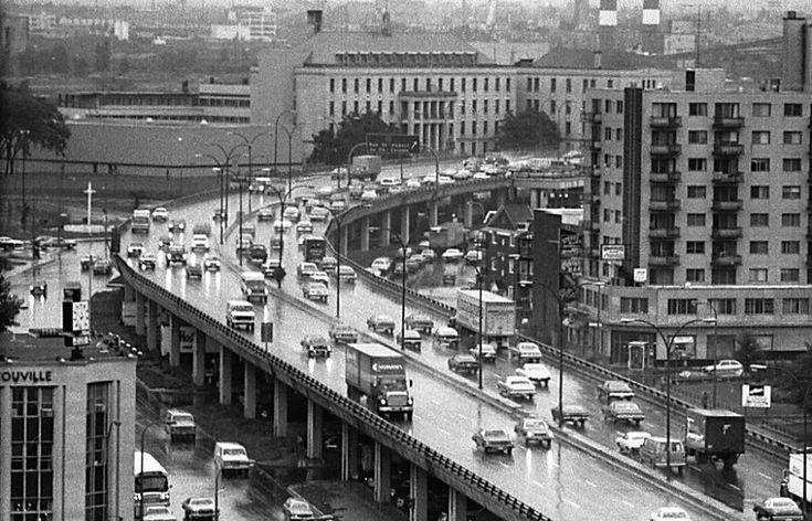 Boulevard Métropolitain vers l'Est en 1977. Montreal, Canada