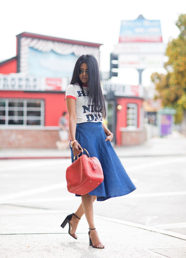 Dark Blue Midi Skirt Outfit with a T Shirt http://www.prettydesigns.com/25-trendy-midi-skirts-outfits/