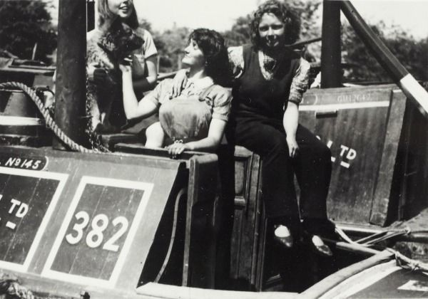 3 women trainees and a dog on the back of the Grand Union Canal Company Limited butty narrowboat 'Uttoxeter'. 1942-45 (CRT ref BW192-3-1-20-2-7)