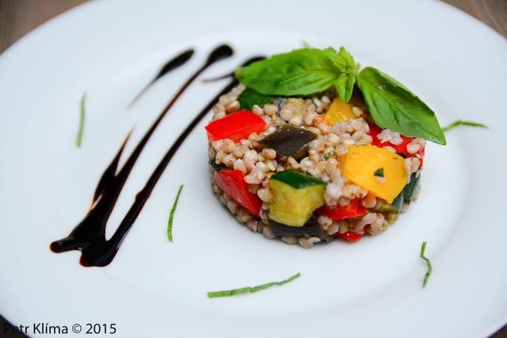 Pohankový salát s pečenou zeleninou a bazalkou – Greenwayfood