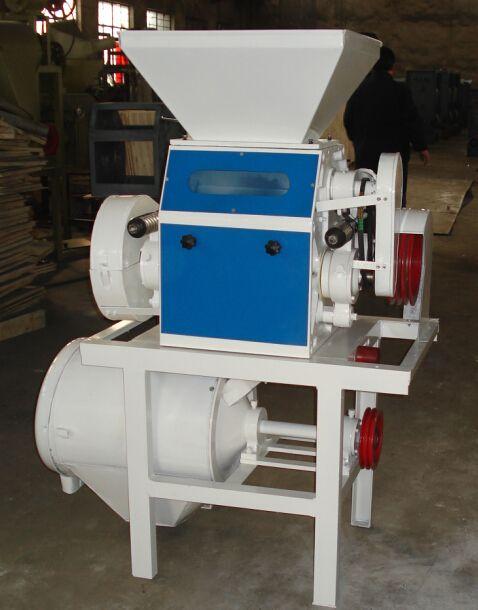 Maquina Molino para hacer harina de trigo hasta 130kg hora. Maquina individual para moler harinas.  Las pequeñas máquinas de molienda de harina son principalmente para uso independiente, también se puede utilizar en una pequeña planta . Los granos que pueden ser procesados son el trigo,arroz.     Esta máquina de molienda de harina  es nuestro modelo de base, sin embargo, es muy eficiente.  Tiene una estructura compacta, buena apariencia.  La moledora de harina M6FY tienen las ventajas con…