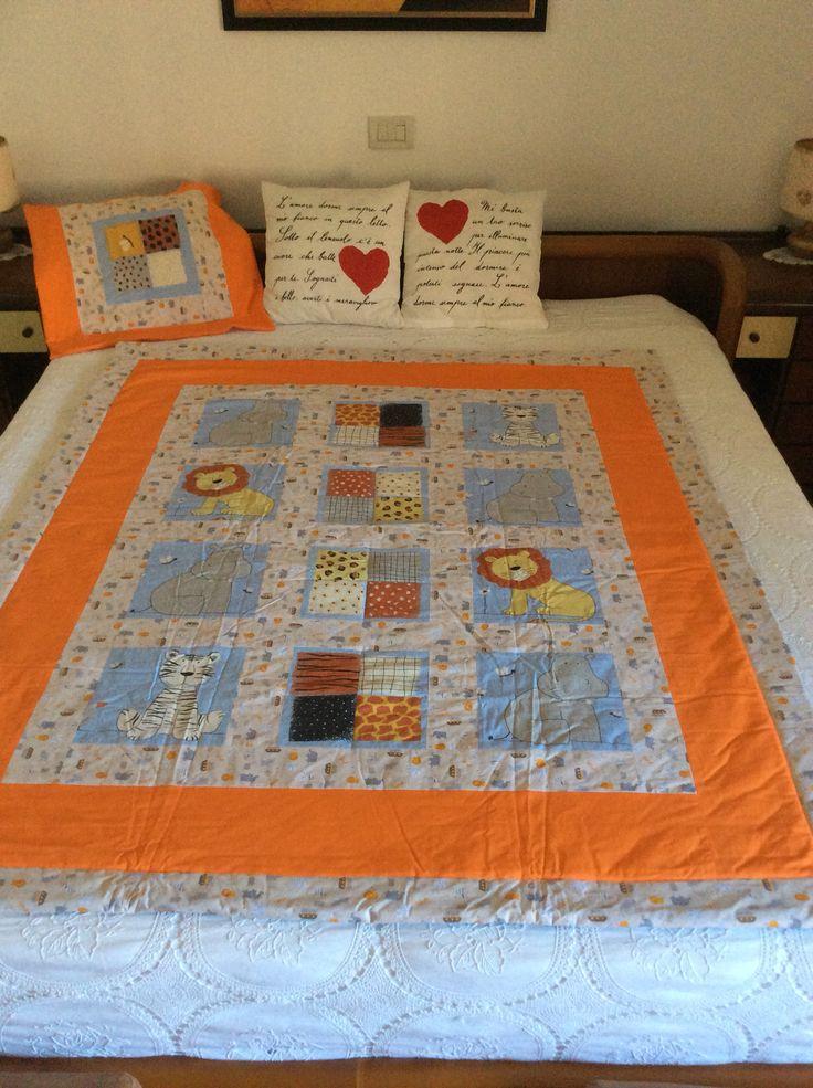 Trapunta lettino  stile savana. Lavorazione patchwork. Più cuscino.