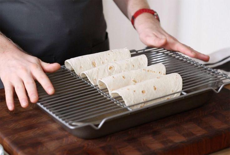 Cómo hacer tortillas crujientes para tacos en el horno