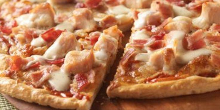 Recette : Pizza ranch au poulet et bacon.